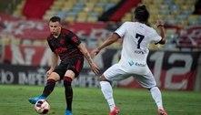 Hugo Moura, do Flamengo, sofre corte na cabeça e leva oito pontos