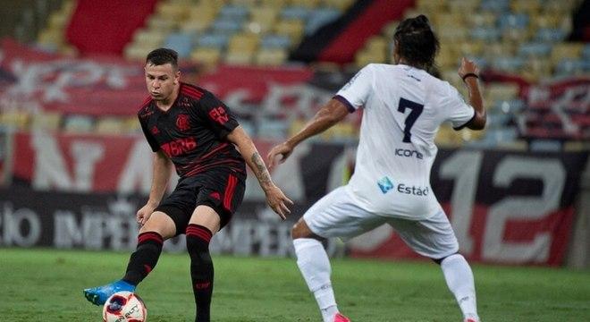 Hugo Moura vem sendo titular do Flamengo no Campeonato Carioca