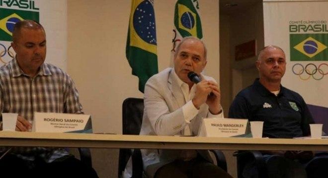 Presidente do COB, Paulo Wanderley (ao centro) fez balanço das ações na crise