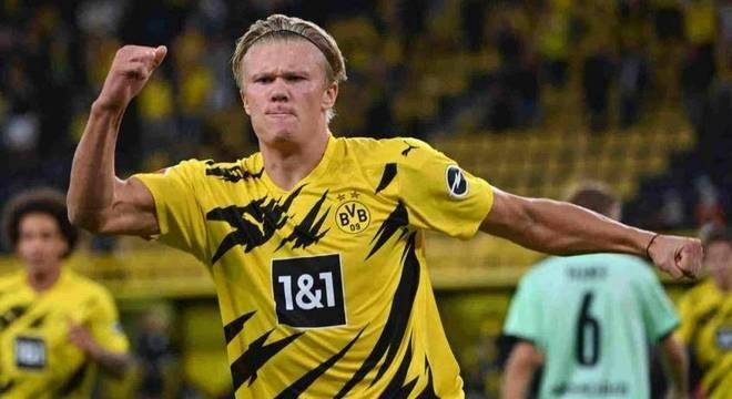 Haaland fez dois gols e comandou boa vitória dos aurinegros na primeira rodada da Bundesliga