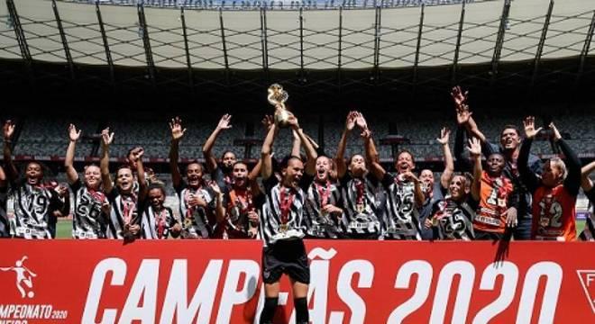 Atlético-MG bate rival Cruzeiro e se sagra campeão mineiro de futebol feminino