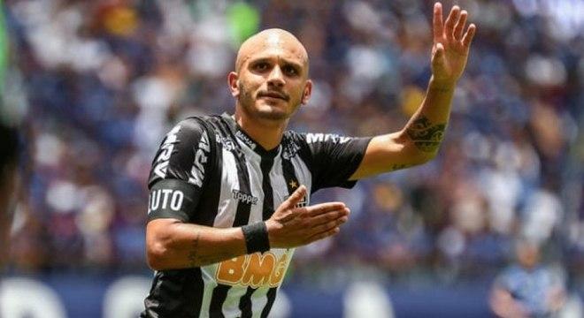 Fábio Santos brinca com possível concorrência na lateral com Guilherme Arana: 'ele é o meu filho'
