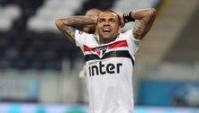Daniel Alves vai terminar uma temporada sem títulos desde 2005
