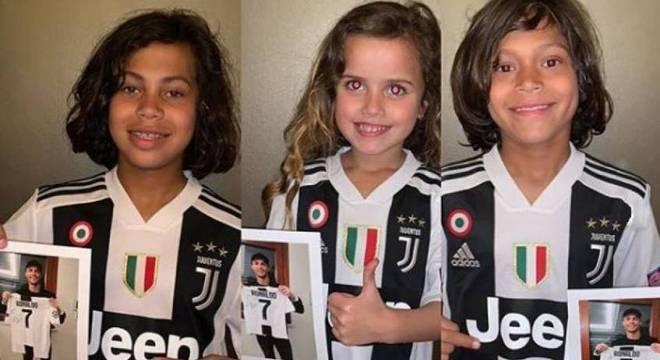 As três crianças ganharam uma camisa autografadas do craque da Juventus