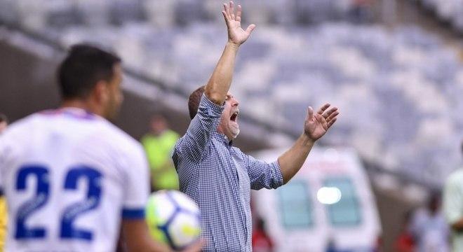 Técnico Mano Menezes está à frente do Cruzeiro desde julho de 2016