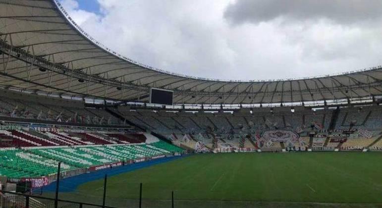 Torcida do Flu enfeita o Maracanã para a estreia na Libertadores