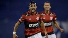 Flamengo fica atrás duas vezes, mas vira e vence o Vélez na estreia