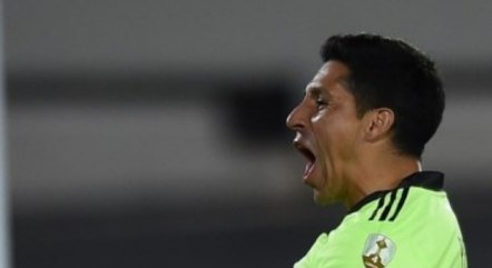 Volante Enzo Perez teve boa atuação como goleiro