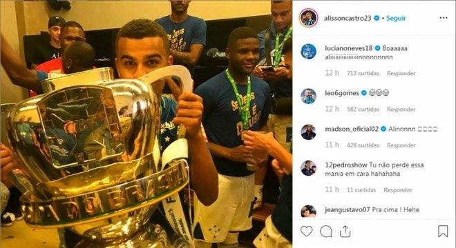 Alisson foi campeão no Cruzeiro e lembrou para ironizar derrota do Internacional