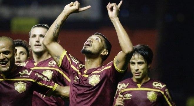 Hernane marcou o gol da vitória do Sport