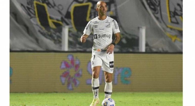 Tardelli permanece no Santos e deve jogar no próximo domingo (26)