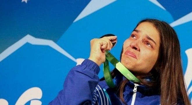 Emocionada, Cátia Oliveira dedicou conquista ao pai, que morreu horas antes