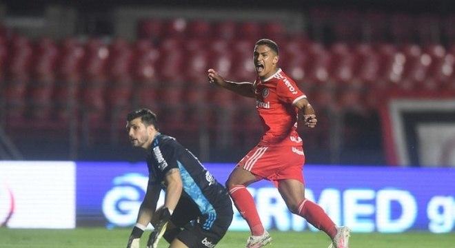 São Paulo foi vítima fácil para o Internacional. 5 a 1 no Morumbi