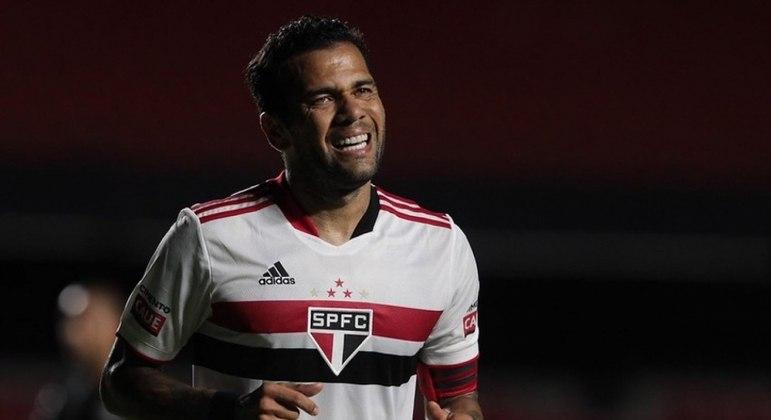 Daniel Alves e Benítez saem lesionados e preocupam o São Paulo