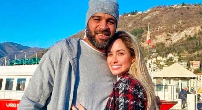Todas as fotos dos casal foram apagadas por Adriano nas redes sociais