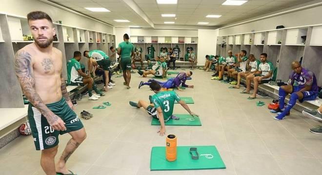 Atletas do Palmeiras retornam ao CT nesta terça para avaliação física