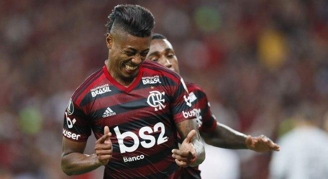 Bruno Henrique fez os dois gols do Flamengo contra o Internacional