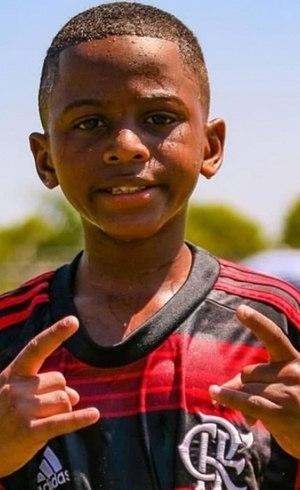 Willian treina uma vez por mês no Ninho do Urubu