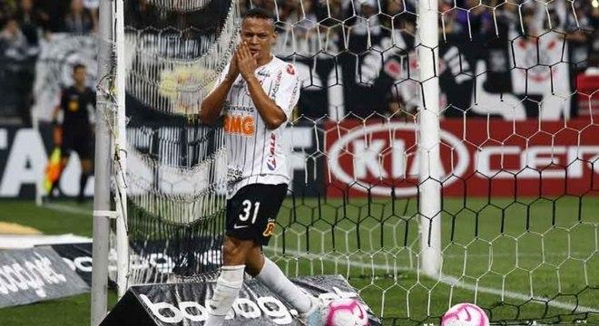 Janderson lamenta chance perdida contra o Cruzeiro na Arena