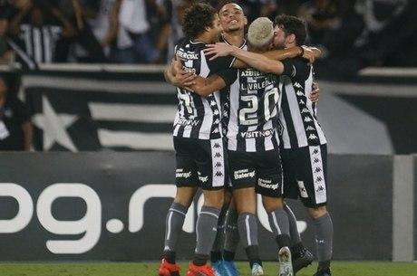 Botafogo comemora reencontro com as vitórias