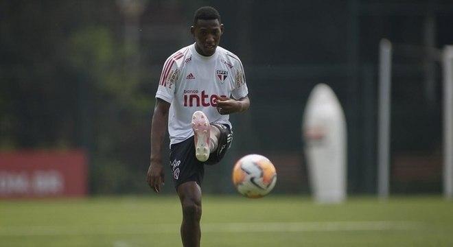 Léo recebe cada vez mais chances no time titular do São Paulo