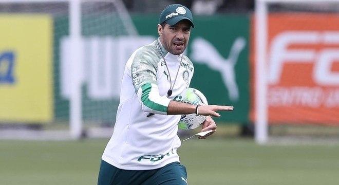 Abel Ferreira comandando um treino do Palmeiras