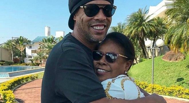 Ronaldinho é bem próximo de sua mãe, Dona Miguelina