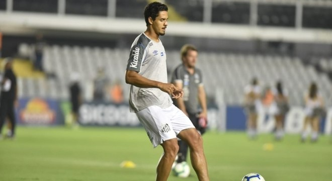Veríssimo está fora da estreia contra o RB Bragantino, na Vila Belmiro