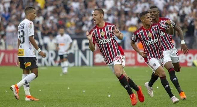 Antony comemora o gol que deu esperanças para os são paulinos em Itaquera