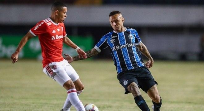 Everton Cebolinha, grande nome do Grêmio, perdeu pênalti