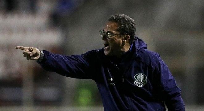 Vanderlei Luxemburgo durante o jogo contra o Ituano, na quarta-feira