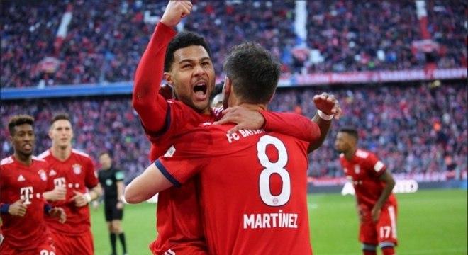 Gnabry comemora o gol de Martínez 7e81ad50fe391