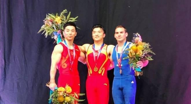 O brasileiro Arthur Zanetti ficou com a medallha de bronze em Melbourne 9b1da6487a1d6