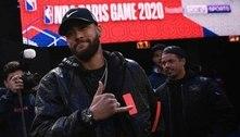 Neymar exibe mural em sua quadra de basquete: 'ídolos estão em casa'