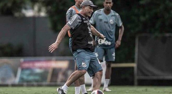 Santos tinha planejado viajar para Atibaia para treinar