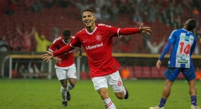 Paolo Guerrero marcou dois gols na vitória do Internacional no Beira-Rio