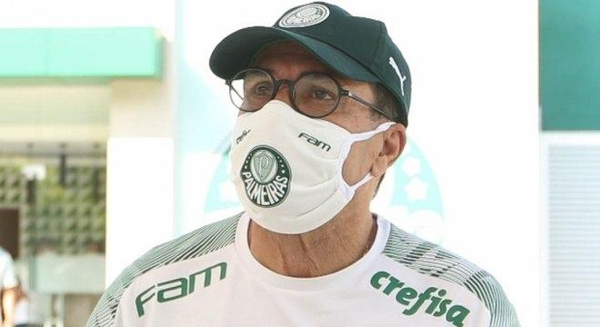 Aos 68 anos, Vanderlei Luxemburgo receberá atenção especial no Palmeiras