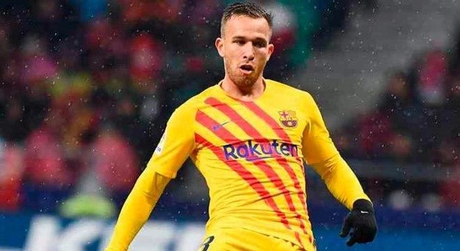 Arthur deve trocar time de Messi pelo de Cristiano Ronaldo