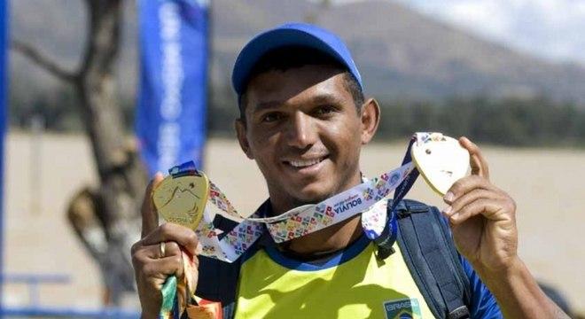 Isaquias Queiroz, da canoagem, é esperança. No Rio, ele levou três medalhas