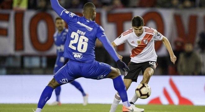 Cruzeiro segurou o empate no jogo de ida das oitavas de final