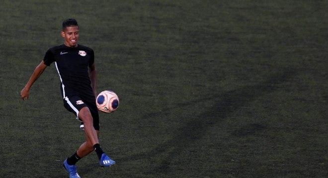 Weverton ainda não jogou como titular do Bragantino