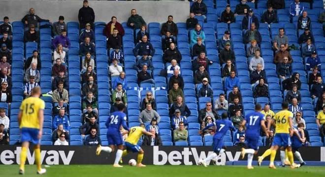 Amistoso entre Brighton e Chelsea, em agosto, teve público no Falmer Stadium
