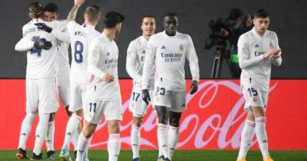Com gols de Casemiro e Benzema, Real Madrid vence o Granada e segue na cola do Atlético de Madrid