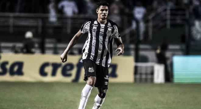 Recuperado, Lucas Veríssimo foi titular nos últimos seis jogos do Santos