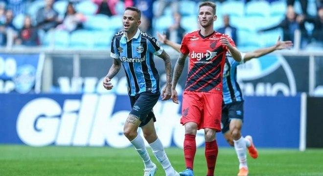 Luan fez um dos gols do Grêmio na vitória contra o Athletico-PR