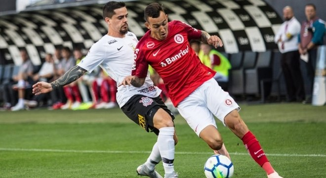 Fagner voltou bem ao time titular contra o Inter e será reforço na quarta