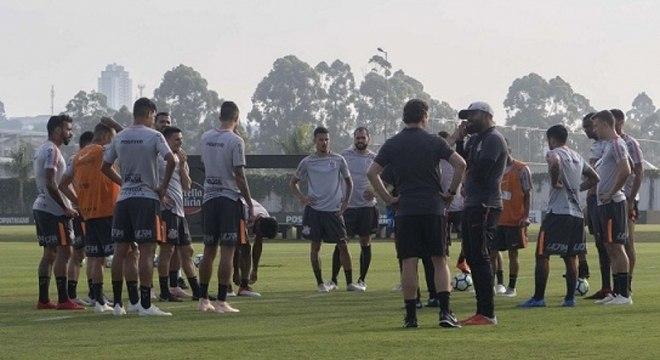 Corinthians traça planejamento para a próxima temporada, buscando reforços