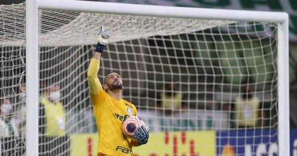 Weverton iguala marca de Oberdan e entra no top 10 de goleiros com mais jogos pelo Palmeiras em casa