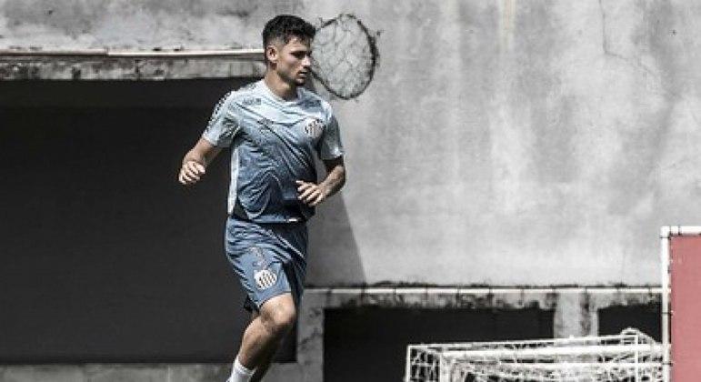 Mikael pode estrear pelo time profissional do Santos neste domingo (25)