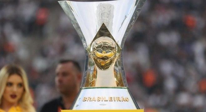 Taça do campeonato de 2020 pode ser erguida somente em 2021